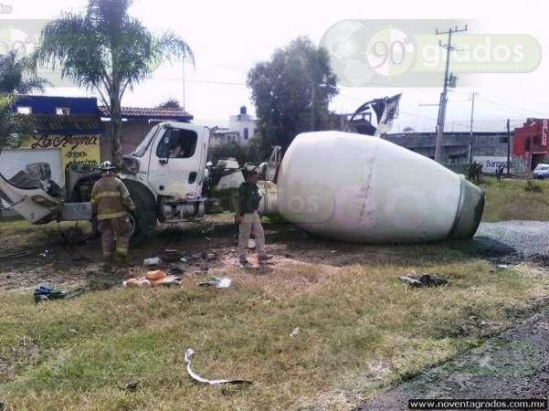 Accidente deja una persona lesionada en la salida a Quiroga, en Morelia