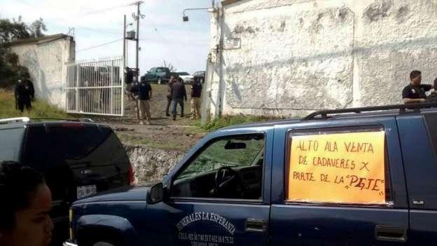 Funerarias marchan contra venta de cadáveres por parte de la Procuraduría de Michoacán