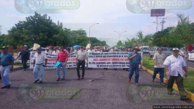 Se manifiestan tablajeros en Lázaro Cárdenas, Michoacán