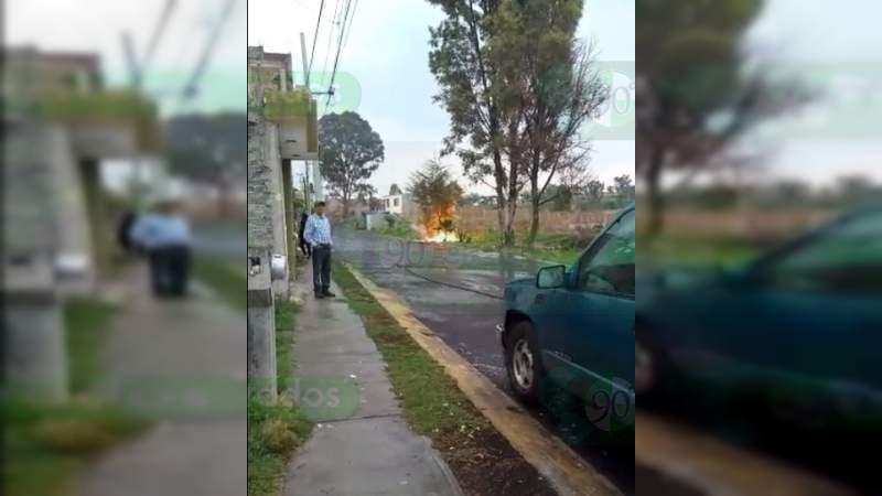 Caída de rayo en Tarímbaro provoca incendio y caída de cables