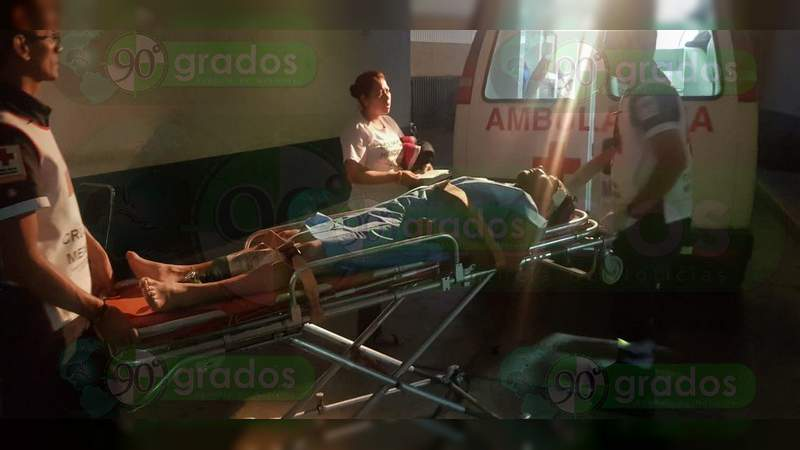 Con navajazos y golpes resulta un hombre luego de una riña en Zamora, Michoacán