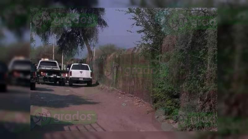 Acribillan a conductor en Apatzingán, Michoacán
