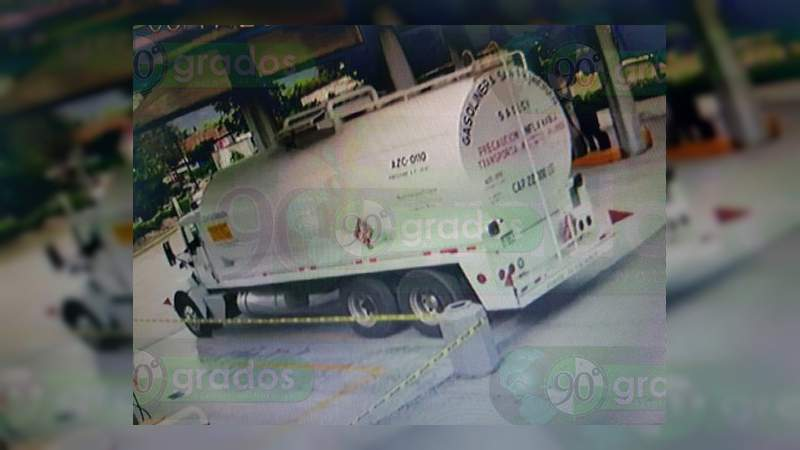 Asaltan pipa con 22 mil litros de combustible en la autopista Uruapan-Pátzcuaro