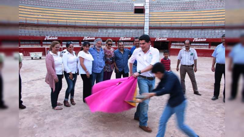 Toño Ixtláhuac se comprometió a ser un aliado de taurinos, galleros y jaripelleros en la Cámara Alta