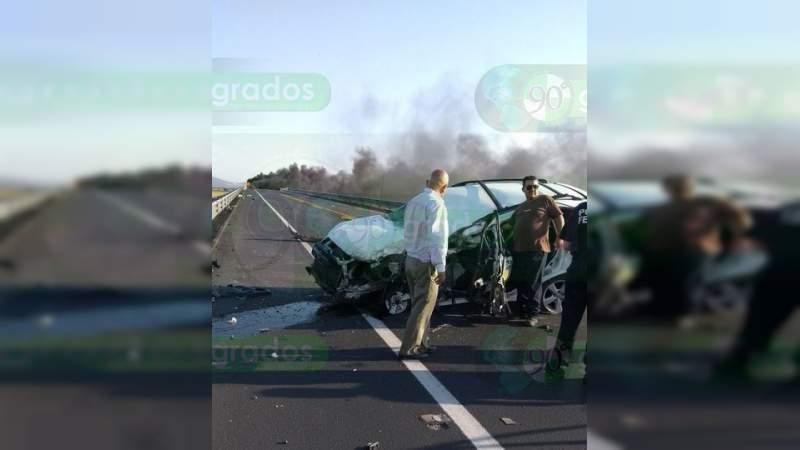 Choque entre auto y tráiler en la autopista Uriangato-Morelia deja un lesionado grave