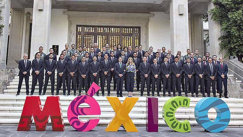 EPN abanderó a la Selección Mexicana de Fútbol