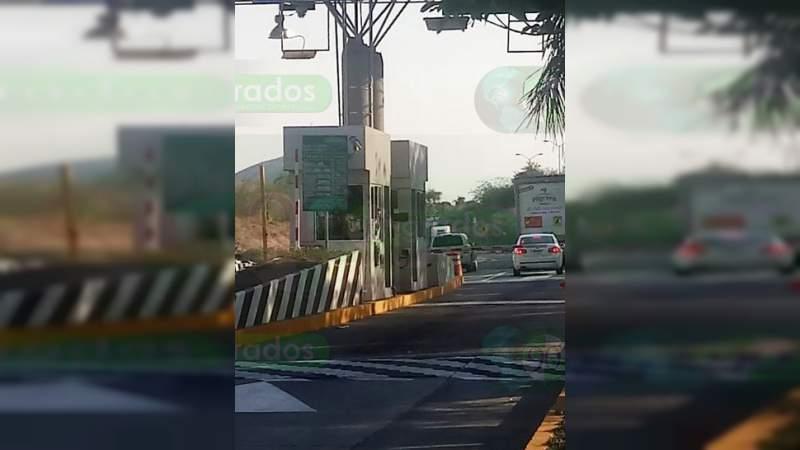 Con violencia asaltan caseta en la Autopista Siglo XXI; dos mujeres heridas