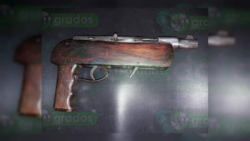 Detienen a siete hombres con armas, vehículos y aguacate robados en Uruapan, Michoacán