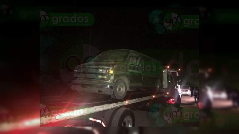 Aseguran bodega de combustible robado y recuperan cuatro vehículos, en Cuitzeo, Michoacán