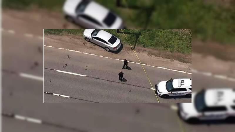 Mueren tres adolescentes al volcar camioneta robada en Nueva York; hay siete heridos