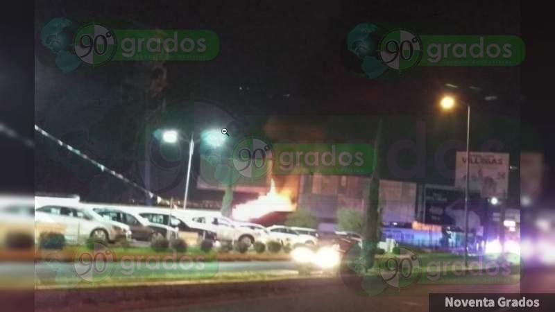 Incendio consume restaurante en exclusiva zona de Morelia, Michoacán
