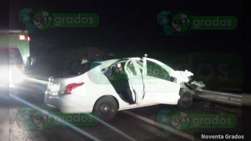 Dos heridos tras volcadura en la Siglo XXI, en Michoacán
