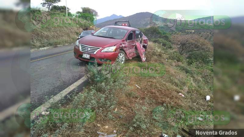 Deja siete heridos choque en la Carapan - Zamora, en Michoacán