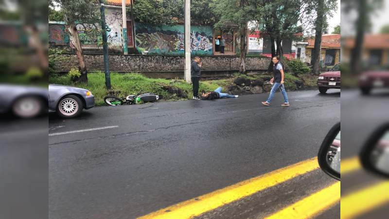 Grave motociclista tras sufrir accidente en Morelia, Michoacán