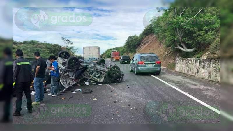 Mueren en accidente exalcalde de Zihuatanejo y su familia
