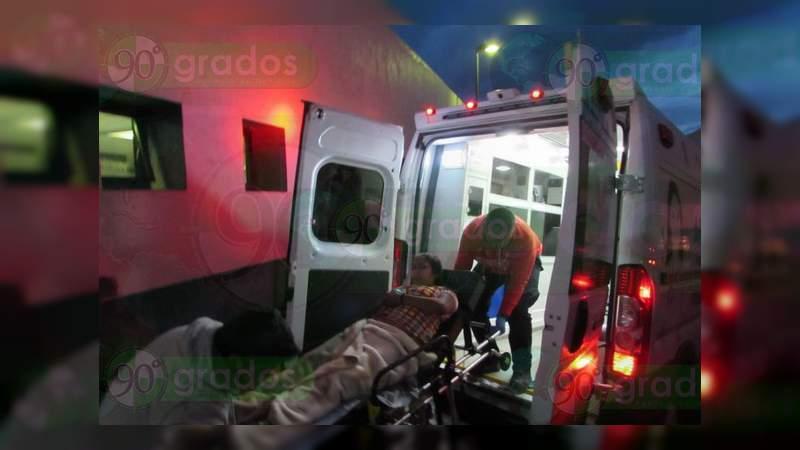 Le dispara en las piernas a su expareja y huye, en Jacona, Michoacán