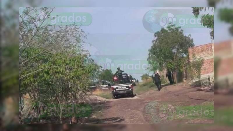 Balacera entre civiles y policías deja un presunto delincuente muerto en Apatzingán, Michoacán