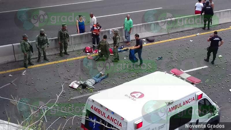 Mueren dos jornaleros y otros 10 resultan heridos en accidente en Parácuaro, Michoacán