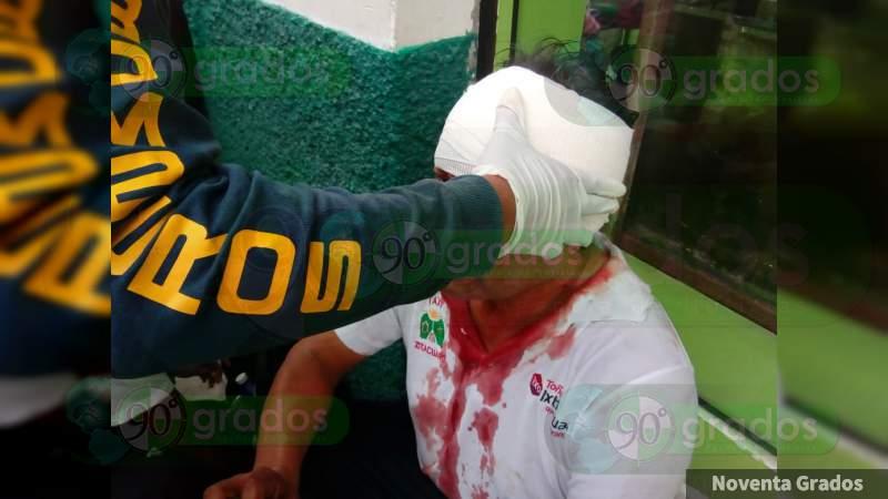 Atacan y hieren a navajazos a taxista en Zitácuaro, Michoacán