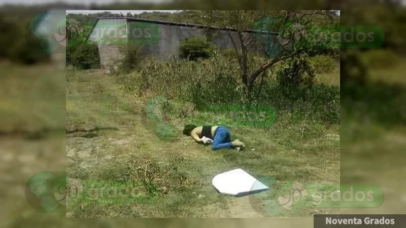 Matan a mujer y le dejan mensaje en Apatzingán