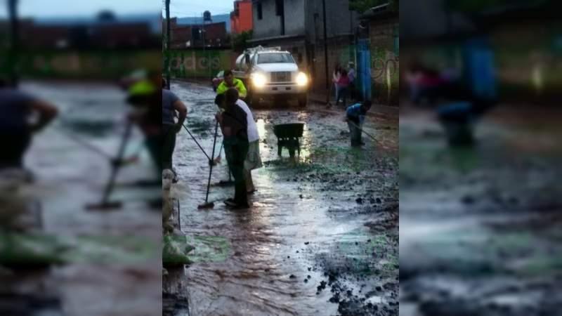 Tromba en Acuitzio deja afectaciones en más de 30 viviendas