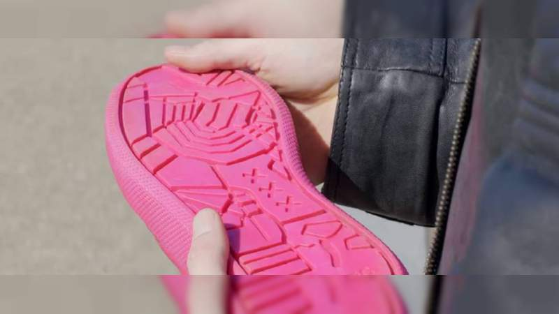 Diseñan calzado con suela de chicles usados