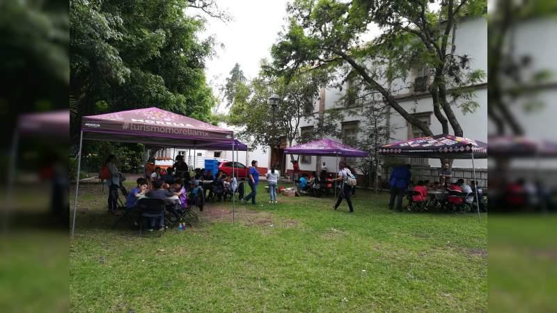 Turistas y visitantes disfrutan de las actividades del verano en Morelia