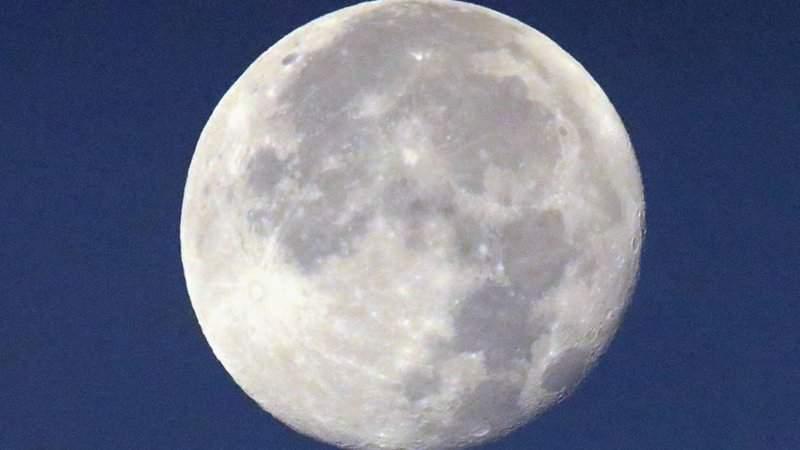 Dos meteoritos se estrellan con la Luna