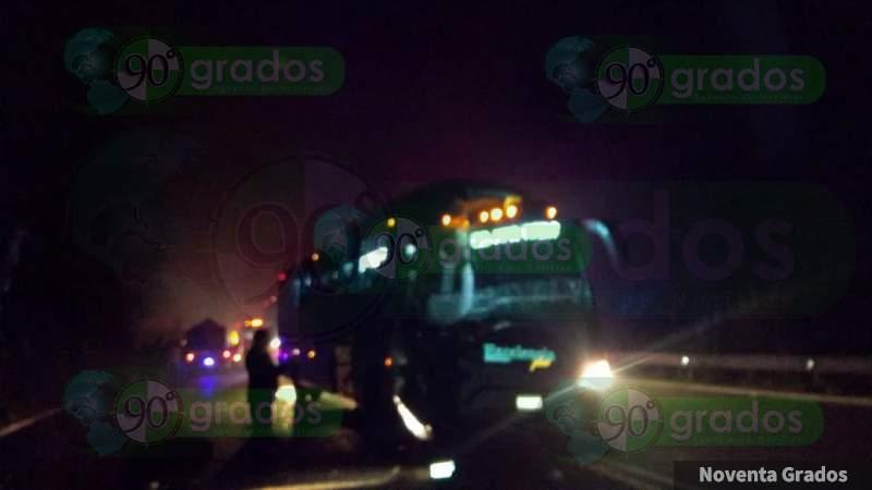 Chocan autobús y camión en Zitácuaro; hay 6 heridos