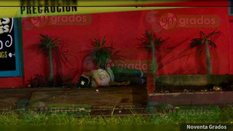 Asesinan a individuo al salir de un bar en Uruapan, Michoacán