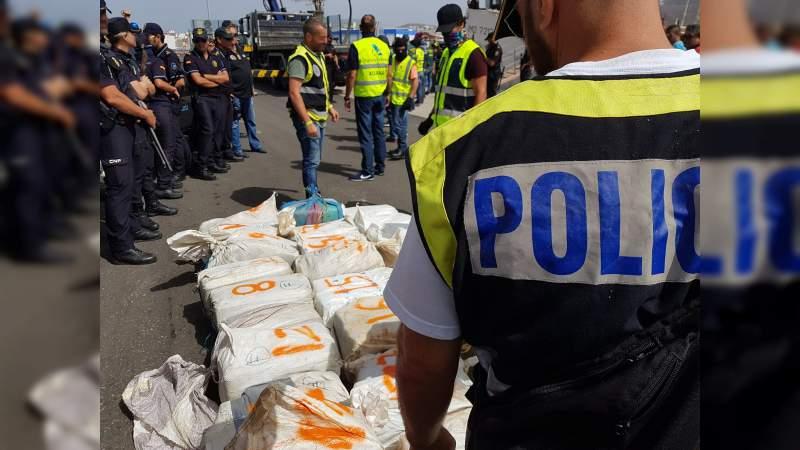 Policía de España asegura en altamar 2.5 toneladas de cocaína