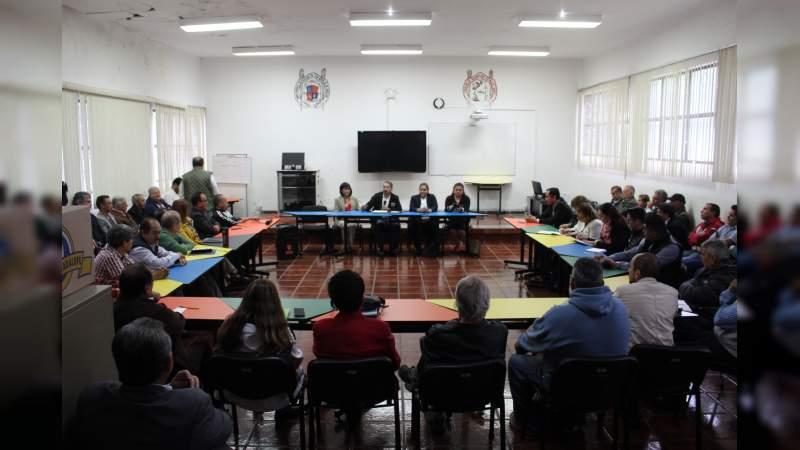 Dialoga el rector Medardo Serna con profesores de planteles de UMSNH en Uruapan