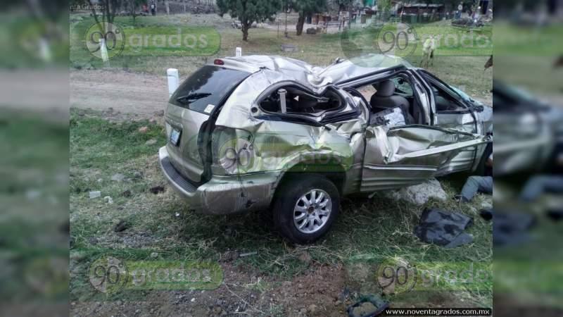 Una menor muerta y cuatro jovencitos heridos al volcarse en la Juventino Rosas - Guanajuato