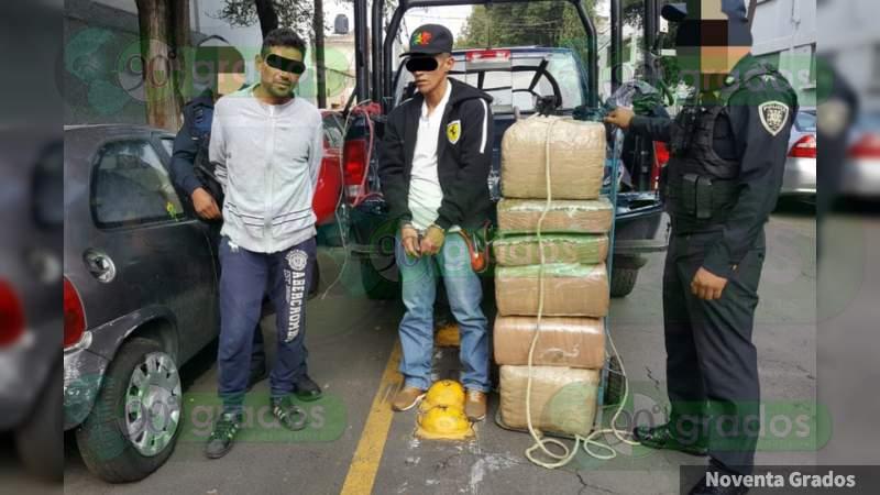 Detienen a dos con 50 kilos de mota en un diablito en Tepito, en la Ciudad de México
