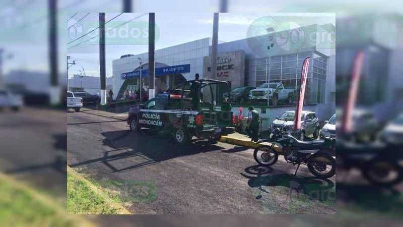 Comando armado roba seis vehículos de agencia en Uruapan