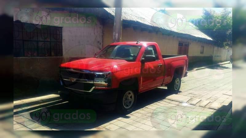 Recuperan tres de seis autos robados de agencia en Uruapan