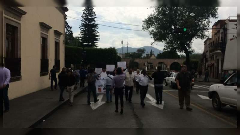 Policías estatales marchan para exigir sueldos justos