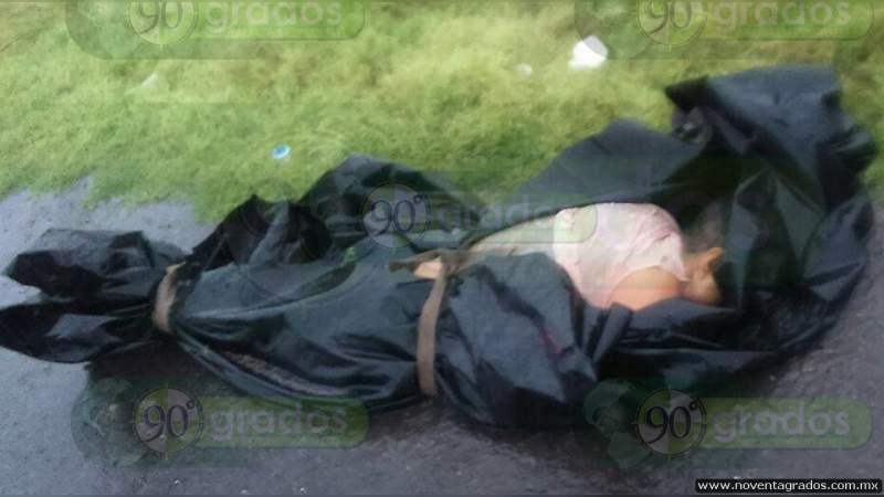 Torturado y con narcomensaje dejan un cadáver sobre la Querétaro - Celaya, en Guanajuato