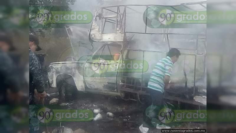 Explota vehículo con fuegos artificiales en calles de Celaya, Guanajuato