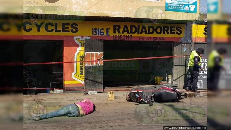 Ejecutan a dueño dentro de su negocio en Zihuatanejo, Guerrero