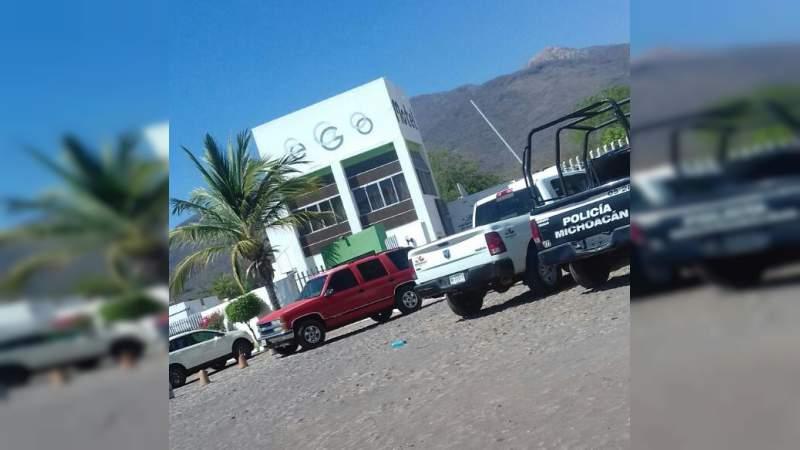 Detienen a una mujer por el homicidio de un hombre en Apatzingán