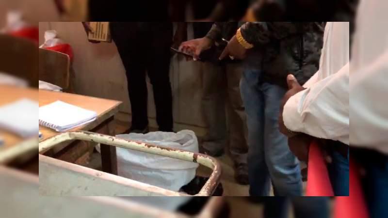 Encuentran 12 bebés muertos en cajas de cartón