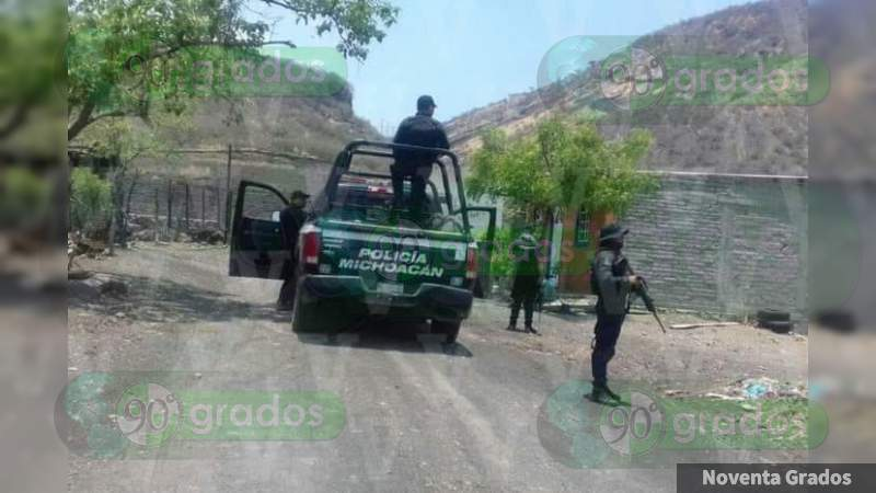 Policías y delincuentes se enfrentan en calles de Apatzingán