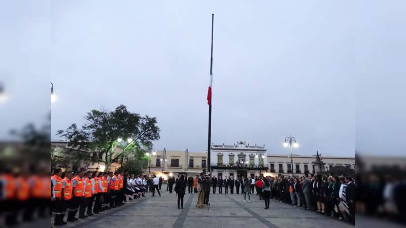 Realizan en Morelia Izamiento de la Bandera Nacional a media asta, en conmemoración del sismo ocurrido el 19 de Septiembre de 1985