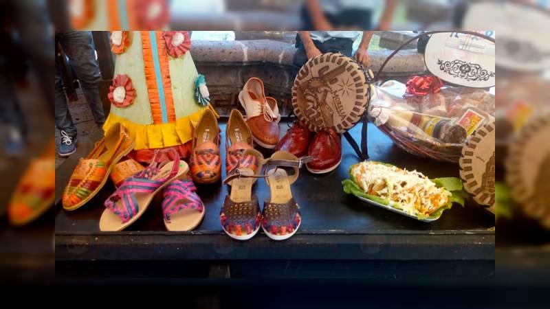 Para conocer el mercado de dulces entre los morelianos, comerciantes realizan la décima feria del dulce y la artesanía