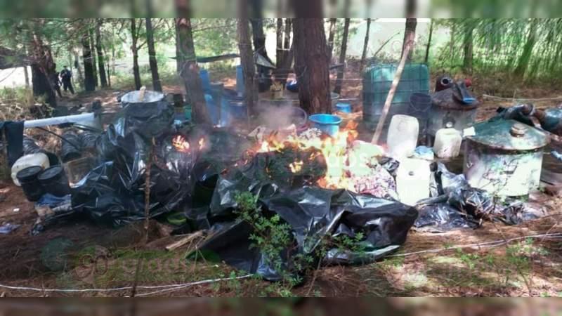 Destruyen narcolaboratorio y aseguran 75 kilos de metanfetamina en Uruapan