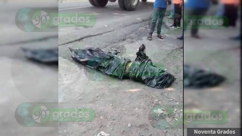 Operación Limpieza con resultados: en la cara de la autoridad, dejan a embolsado frente a súper en Nueva Italia, Michoacán