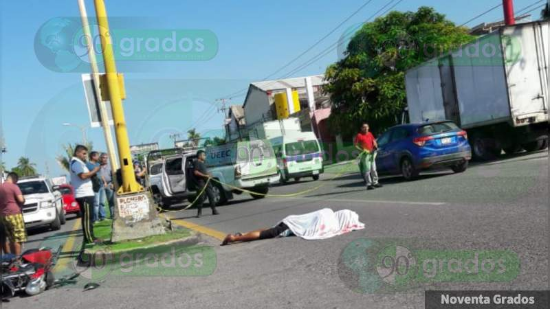 Muere motociclista aplastado por camión en Lázaro Cárdenas, Michoacán