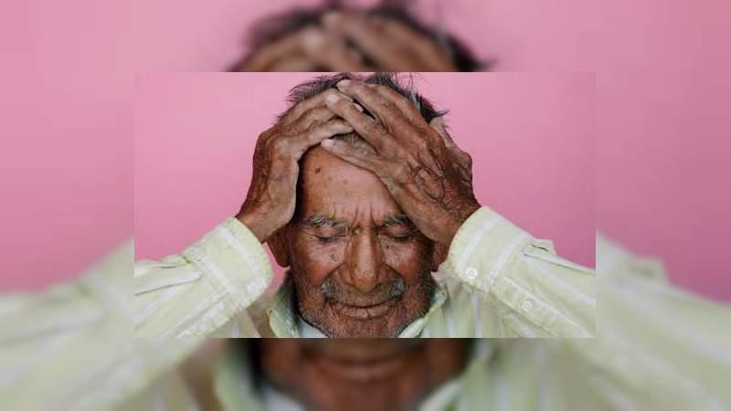 """De acuerdo con especialistas, el """"olor a anciano"""" comienza a los 30 años"""