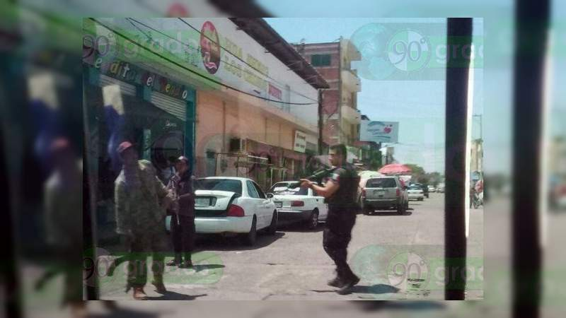 """Caminaba por calles de Apatzingán con un """"cuerno de chivo"""", y es detenido"""